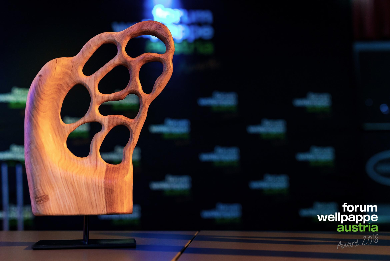 Trophäe WELLPAPPE AWARD 2018 Künstler S. Kresser © com_unit/L. SCHEDL