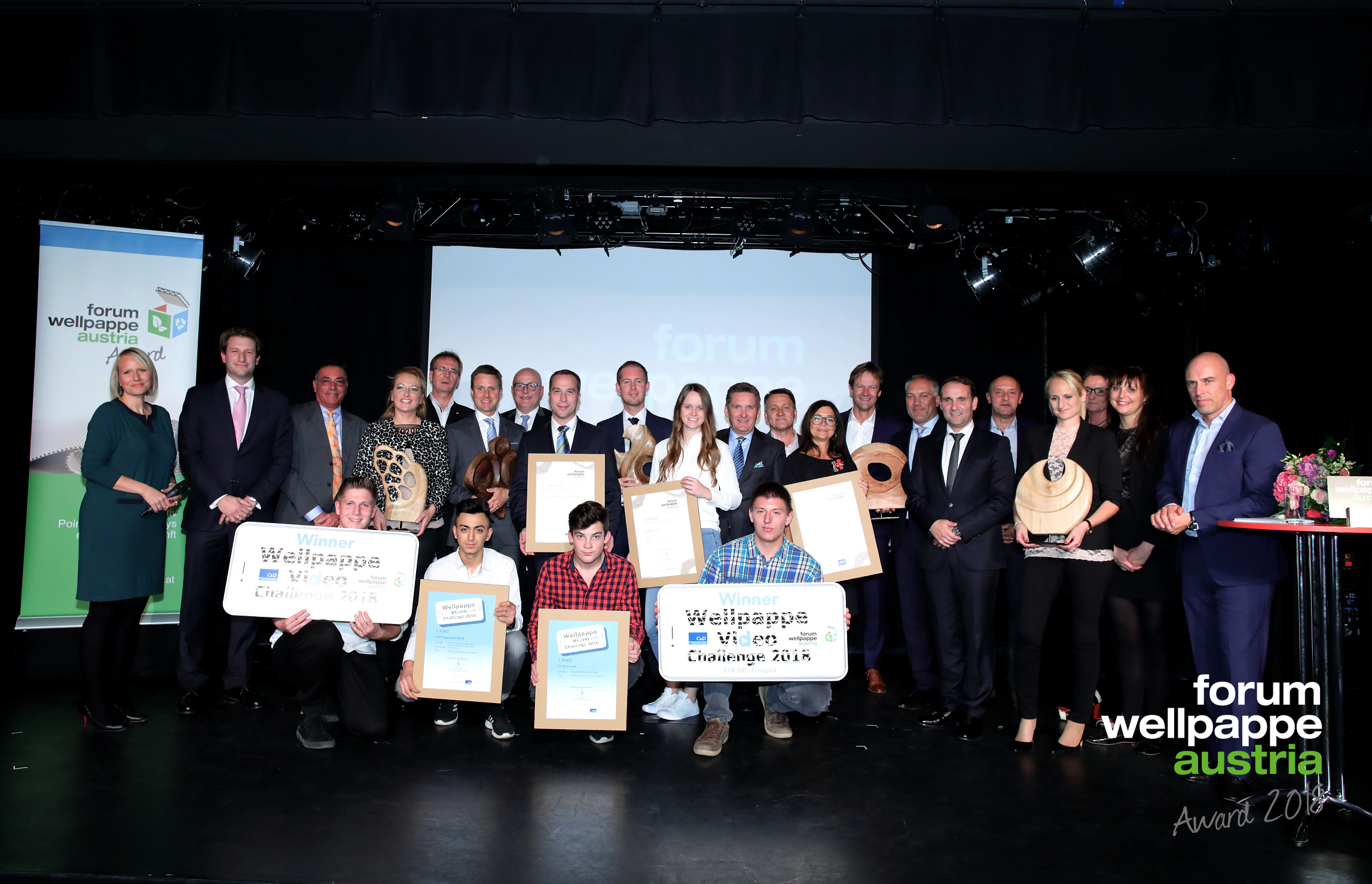 Wellpappe Austria Award 2018. Alle Gewinner auf der Bühne © com_unit | Schedl