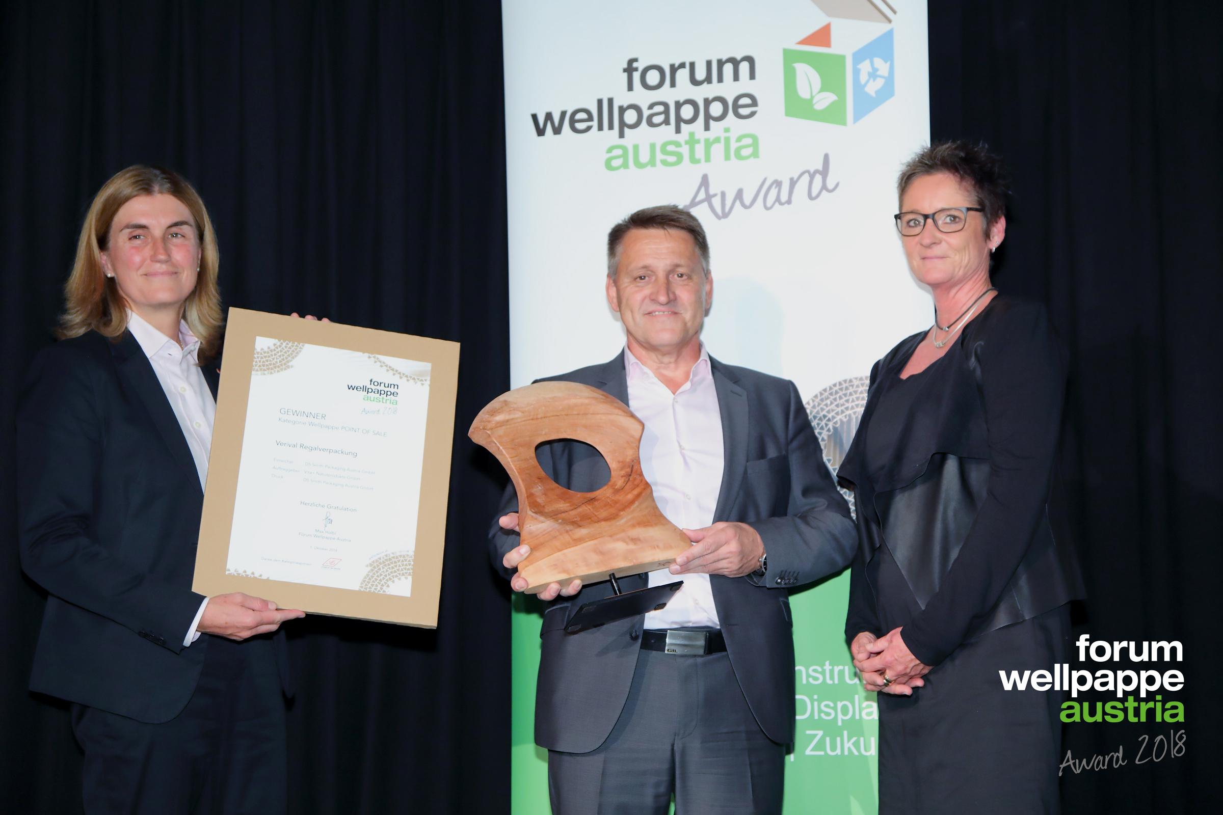 WELLPAPPE AWARD 2018 C. Gadenstätter DS Smith, E. Steinwender DS Smith, C. Klampfl Doneck Euroflex © com_unit/L. SCHEDL