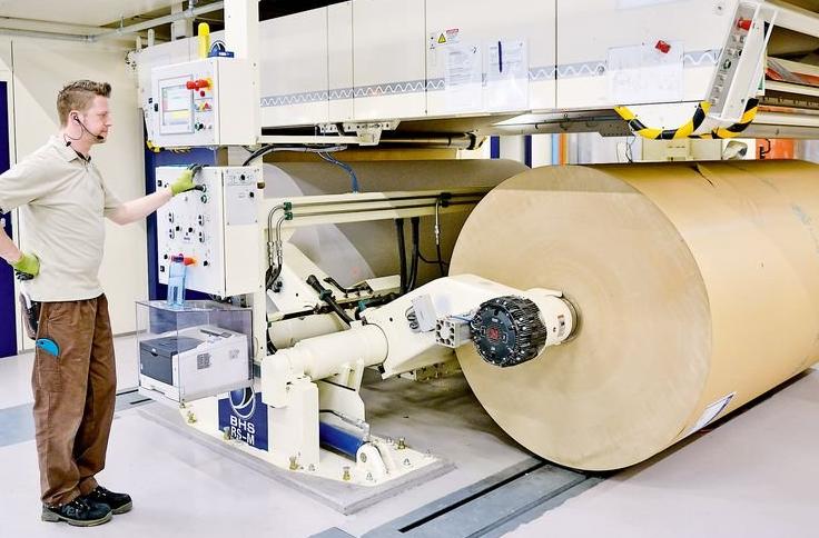 Wellpappe Ausbildung an der Maschine © BHS