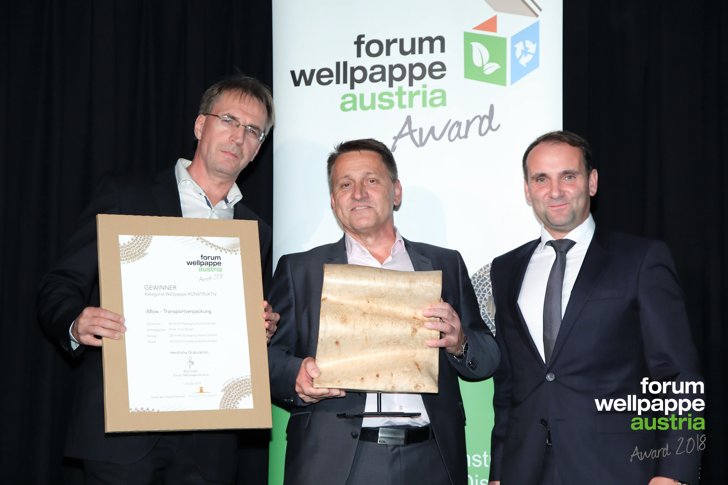 WELLPAPPE AWARD 2018 D. Glawischnig DS Smith, E. Steinwender DS Smith, P. Kodel Hamburger © com_unit/L. SCHEDL