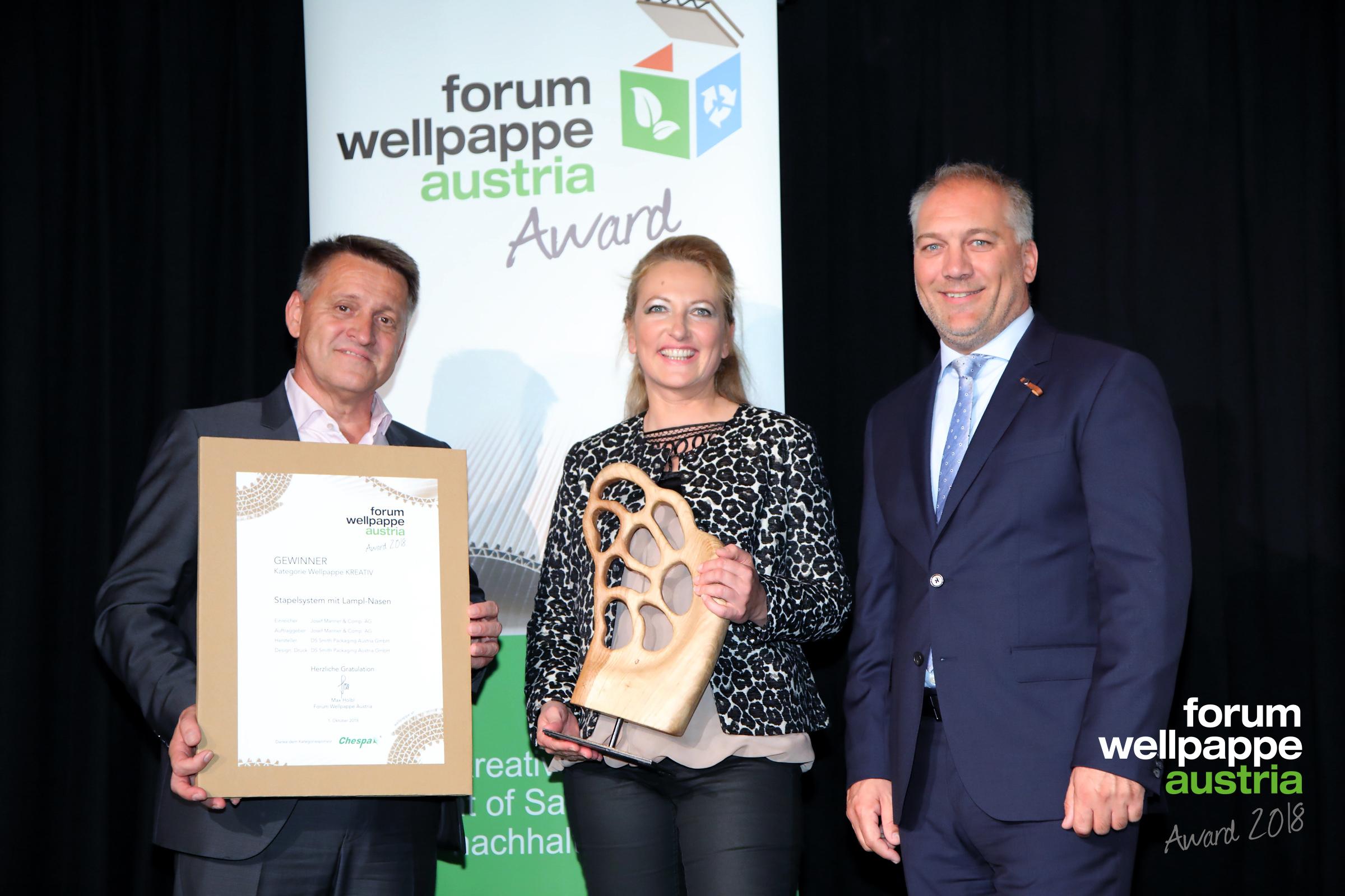 Wellpappe Austria Award 2018 | Kategorie Kreativ. Edmund Steinwender, DS Smith Packaging Austria, Susanne Lampl, Manner AG und Markus Pflügl, Chespa Austria. Foto © com_unit | Ludwig Schedl